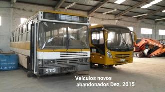 Enquanto máquinas e veículos apodrecem abandonados, prefeitura loca carros, em Porto Murtinho