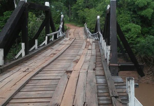 Ponte em assentamento ameaça cair e preocupa moradores em Bela Vista
