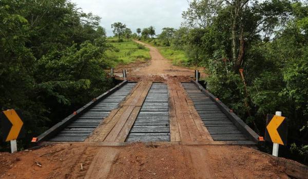 Prefeitura de Caracol entrega ponte construída com recursos próprios