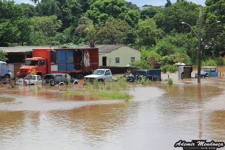 Nível do rio Apa desce, mas chuva de 40 mm pode desabrigar mais famílias