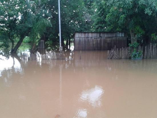 Enchente no Rio Apa já deixa famílias desabrigadas em Bela Vista
