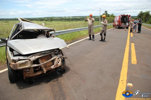 Acidente entre carro e caminhão deixa dois mortos em Bela Vista – veja fotos