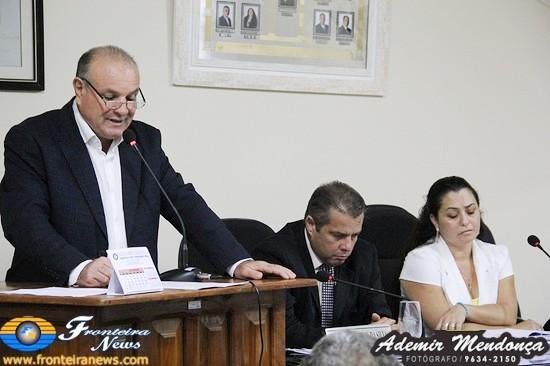 Prefeito Manoel Vias leva mensagem de otimismo na Câmara