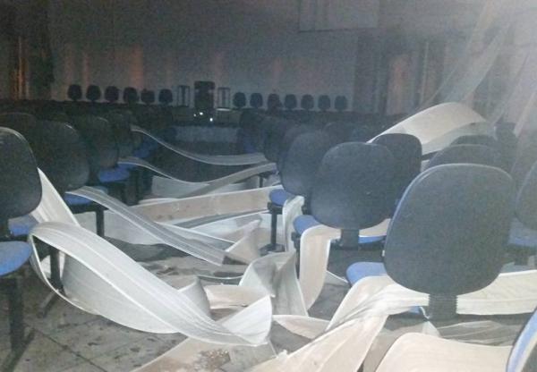 Pessoas não identificadas incendeiam igreja em Porto Murtinho