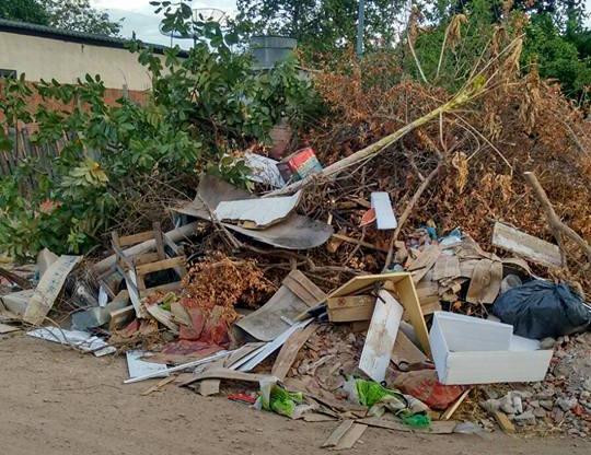 Moradores reclamam do excesso de lixo em ruas de Porto Murtinho
