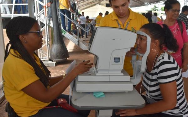 Caravana dá inicio a cirurgias de oftalmo e paciente comemoram procedimentos