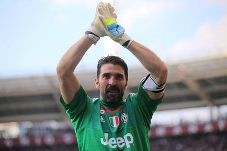 Após recordes sucessivos, Buffon agradece colegas um a um em carta