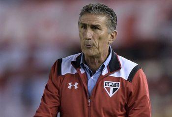 """São Paulo terá """"um ou dois titulares"""" em clássico contra o Palmeiras"""