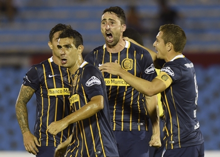 Rosario vence River-URU, assume a ponta e pressiona o Palmeiras