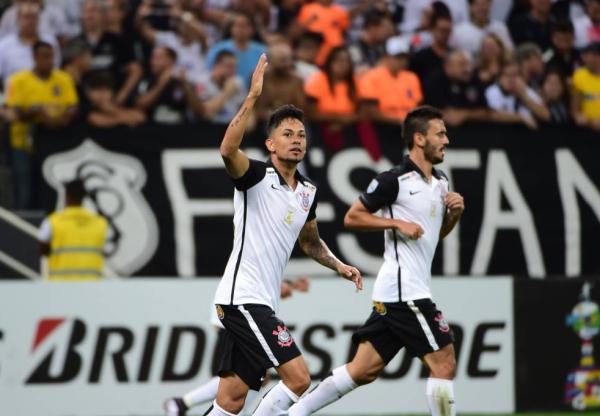 Corinthians se impõe sobre Cerro Porteño e retoma controle da chave