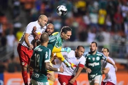 Cuca promete luta por título brasileiro, mas consulta psicólogos