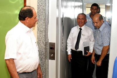 Mesa Diretora entrega elevador e garante mais acessibilidade