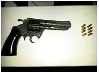 Homem e detido com arma de fogo no Bairro Antonio João