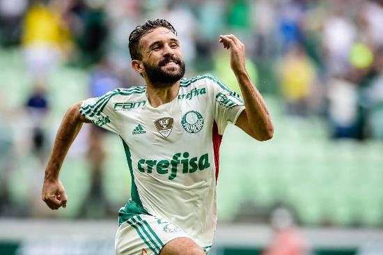 Argentinos brilham e Palmeiras lidera com goleada sobre Capivariano