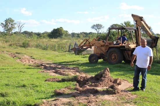 Prefeitura e SAAE ampliam rede de água e leva dignidade a morador no Nunca Te Vi