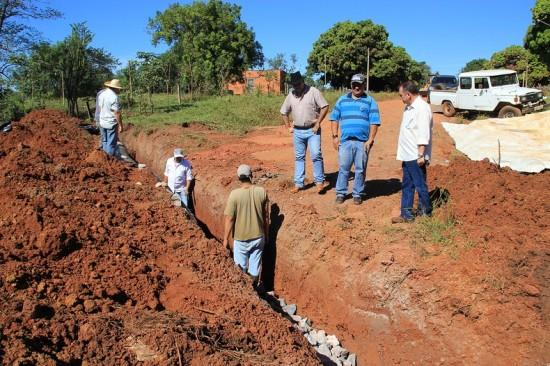 Secretaria de Obras constrói rede de drenagem na Adão Godoy