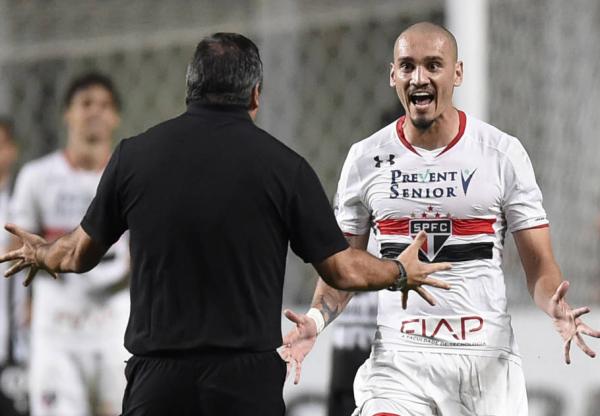 São Paulo segura Atlético-MG, quebra tabu e avança na Libertadores