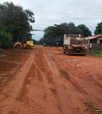 Secretaria de Obras atua na limpeza e remoção de entulhos no Bairro Canaã