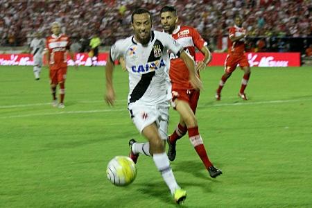 Vasco vence CRB, mas não impede jogo de volta na Copa do Brasil