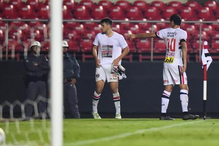 São Paulo toca no Calleri, e Lugano consolida triunfo sobre o Vitória