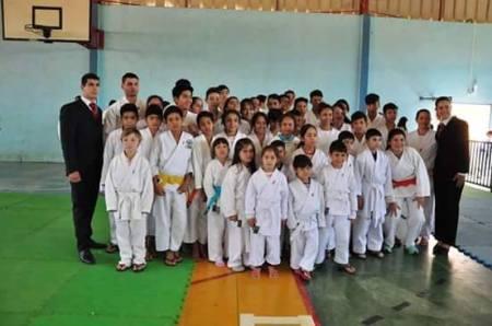 Karatecas de Bela Vista se destacam em competição e trazem medalhas