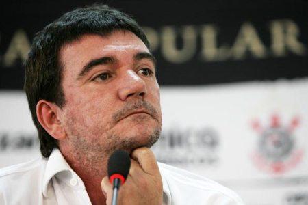 Braço de ferro entre Sanchez e Del Nero adia acordo com Tite