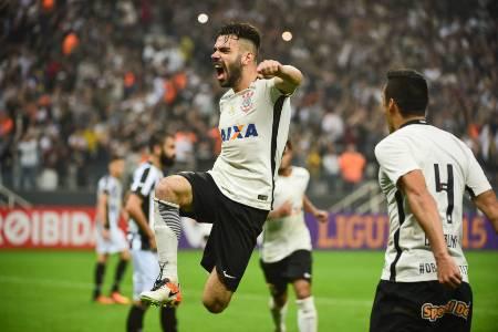 Corinthians recepciona Cristóvão Borges com vitória sobre o Botafogo