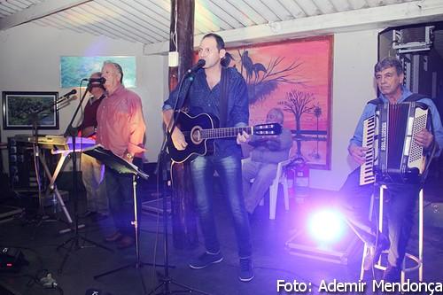 """Flagrantes: Baile da Saudade, com """"Grupo Celestiales"""" em Bela Vista"""