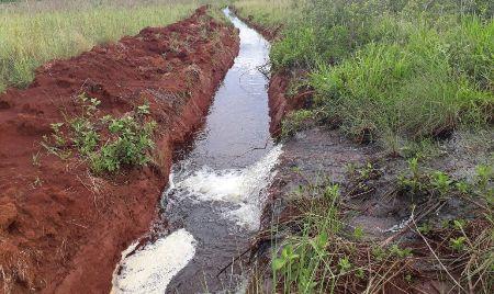 PMA autua arrendatário de lote de assentamento em R$ 20 mil por construir drenos ilegalmente em área protegida de nascentes