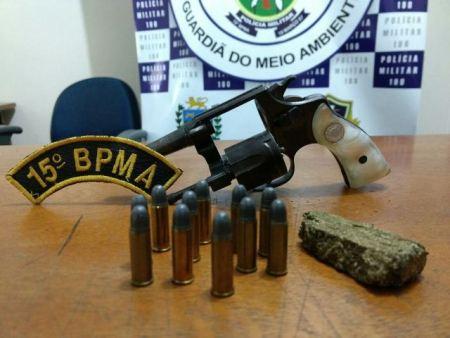 PMA prende paranaense com arma de fogo, munições ilegais e maconha