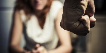 Após passar dia em fazenda, marido agride mulher durante a volta para casa