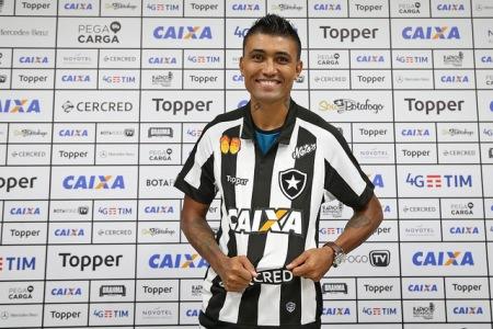 Kieza é regularizado no Botafogo e pode estrear sábado
