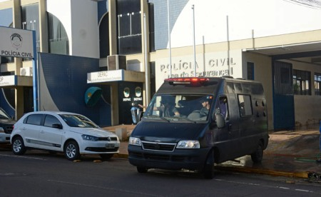 'Golpe da Boneca' ameaça expor falsa intimidade de médicos da Capital com travestis