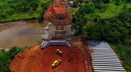 Ponte que substitui a que desabou em 2016, em Guia Lopes da Laguna, será concluída em abril