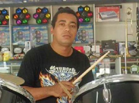 Entregador de pizza morre depois de atropelar jovem que atravessava a rua