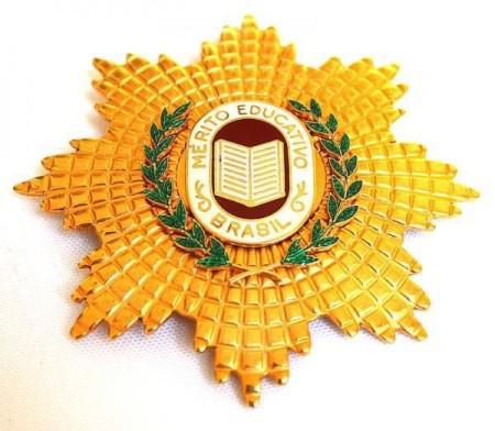 Ministério da Educação concede medalha a Pedro Chaves