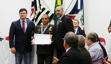 Mestre Roosevelt Barbosa condecorado com a mais alta comenda do Karate Go Ju Ryu
