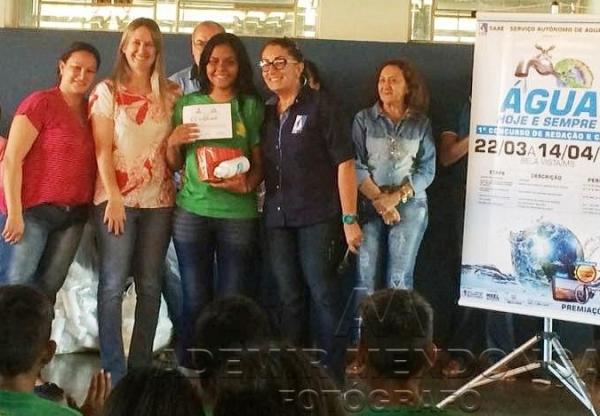 Estudante da escola Vera Guimarães Loureiro conquista 1º Concurso de Redação realizado pelo SAAE