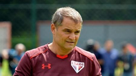 Aguirre dá indícios da escalação para a partida contra o Rosario