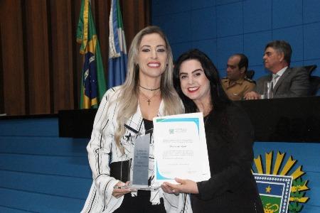 Mara Caseiro homenageia empresária com Comenda do Mérito do Trabalho
