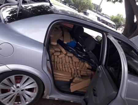 PMA e PM de Jardim prendem traficante que havia fugido depois de abandonar veículo com 316 kg de maconha