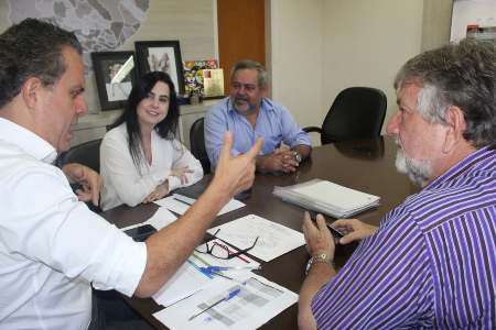 Mara Caseiro vai à Cassems em busca de plano para servidores de Ladário