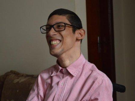 Subestimado pela paralisia cerebral, Geraldo hoje é feliz morando sozinho