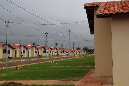 Reinaldo Azambuja entrega 365 casas em Fátima do Sul