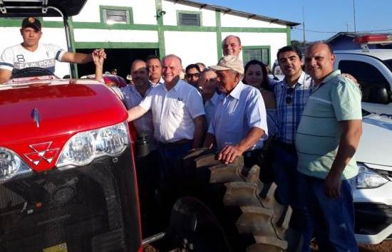 Prefeito entrega patrulha agrícola para os agricultores do Alto Caracol