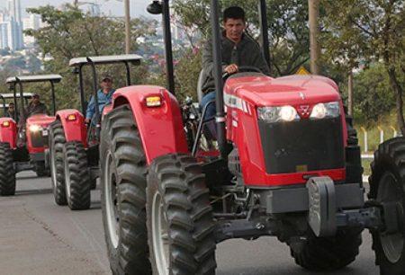 Investimento e assistência técnica promovidas por Reinaldo mudam a vida de quem vive da agricultura familiar
