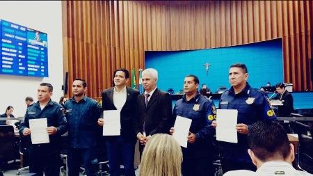PMs e guardas municipais recebem Moção de Congratulação