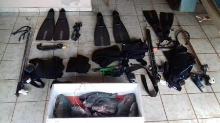 PMA autua três paulistas em R$ 4,7 mil por pesca subaquática ilegal e apreende barco e equipamentos de mergulho