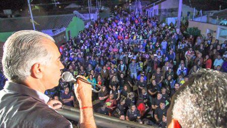 Nas Moreninhas, Reinaldo Azambuja discursa para 2.000 pessoas