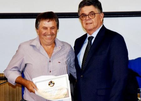 O prefeito Jair Scapini comemorou a conquista com funcionários
